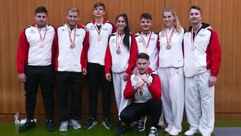 Das Budo Sport Center Team U18/U21 und Elite feiert seinen Erfolg.