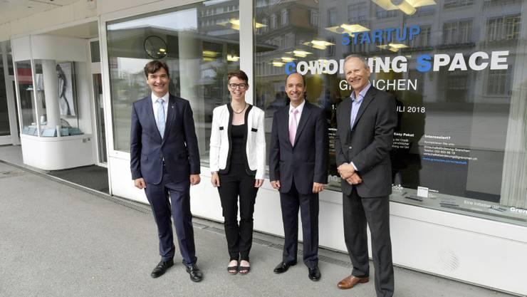 Stadtpräsident François Scheidegger, Wirtschaftsförderin Karin Heimann, CS-Filialleiter Richard Enzler, GAG Kurt M. Hohler