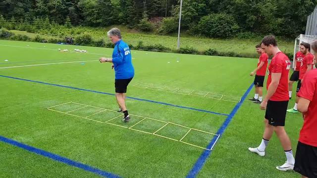 Trainingsstart beim FC Aarau: Laufschule mit Marco Walker