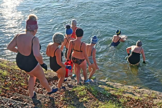 Das kalte Wasser belebe und es sei ein richtiger Flash, heisst es aus den Reihen der Schwimmer.