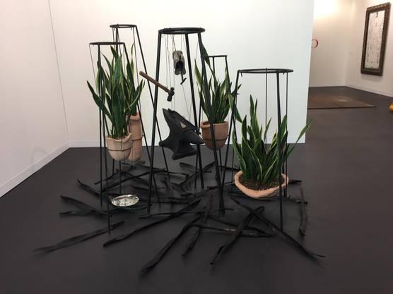 Kunst für Handwerker oder Pflanzenfans: Werk von Tunga in der Galleria Franco Noero an der Art Basel