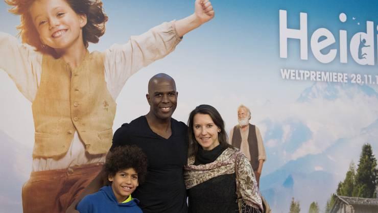 """Der Zürcher Fitness-Trainer Dave Dollé - hier mit seiner Familie bei der Weltpremiere des Kinofilms """"Heidi"""" (2015) - und seine langjährige Ehefrau Romy haben sich getrennt."""
