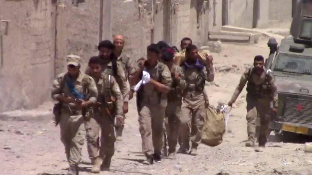 SDF-Kämpfer im Osten von Al-Rakka.