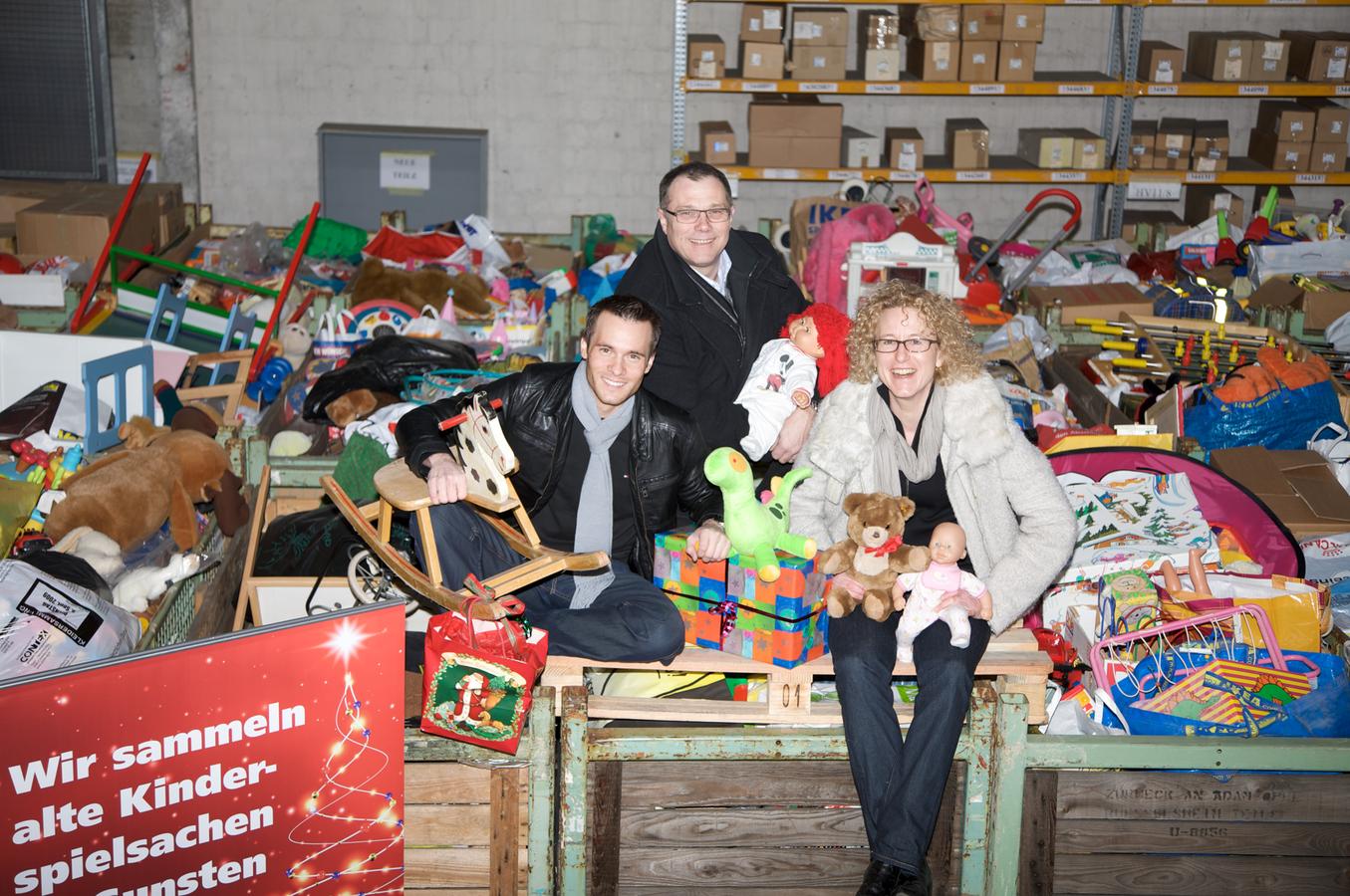 Im Jahr 2009 sammelten wir alte Kinderspielsachen - mehrere Tonnen Spielzeug kamen damals zusammen! (© Ruckstuhl Garagen)