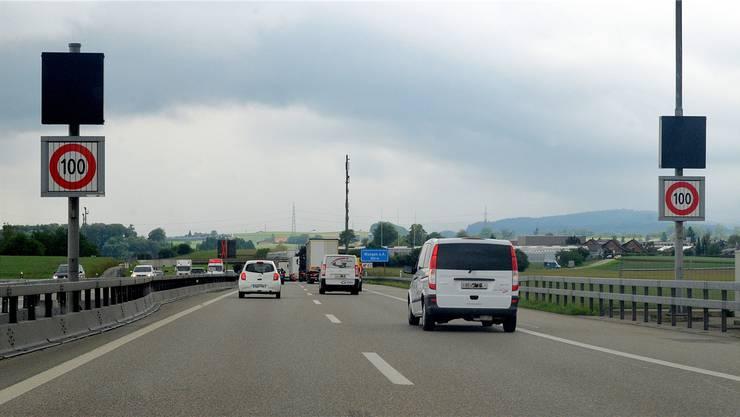 Die Schilder vor der Ausfahrt Wangen an der Aare haben auf 100 km/h umgeschaltet, die Fahrzeuglenker bremsen und der «Handorgeleffekt» beginnt.