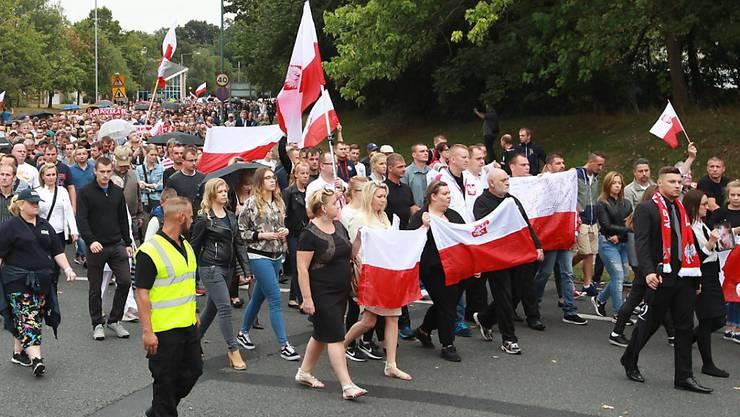 Gedenkmarsch im Londoner Vorort Harlow nach der möglicherweise aus Fremdenhass motivierten Tötung eines Polen.