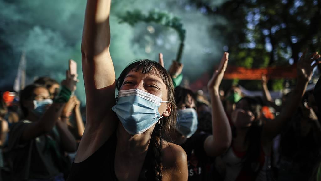 Argentiniens Parlament macht Weg für neues Abtreibungsrecht frei