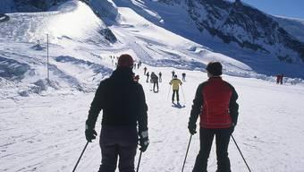 Die Schweizer Wintersportorte (hier Saas Fee) kämpfen um die Gäste aus dem Euro-Raum.