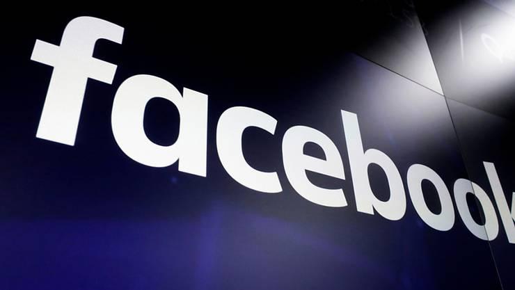 Auf der Social-Media-Plattform Facebook fehlen nach einer Panne politische Anzeigen zur britischen Parlamentswahl. (Symbolbild)