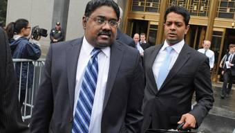 Raj Rajaratnam (links) muss für elf Jahre hinter Gitter (Archiv)