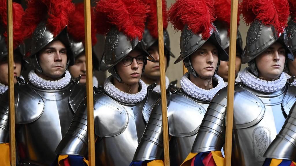 Schweizergardisten im Vatikan sollen auch in Zukunft Wehrpflichtersatzabgabe zahlen müssen. Dieser Meinung ist der Bundesrat. (Archivbild)