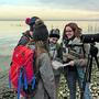 Sarah Locher (rechts) mit den Jungornithologen am Bodensee.