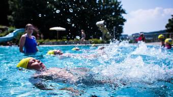 Ertrinken ist die zweithäufigste nicht natürliche Todesursache bei Kindern, deshalb ist Schwimmunterricht so wichtig.