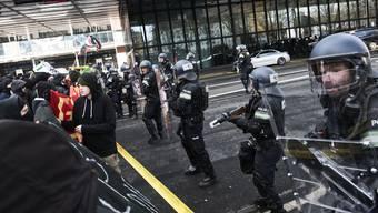 Verhärtete Fronten bei einer Gegendemonstration gegen die PNOS (2018).