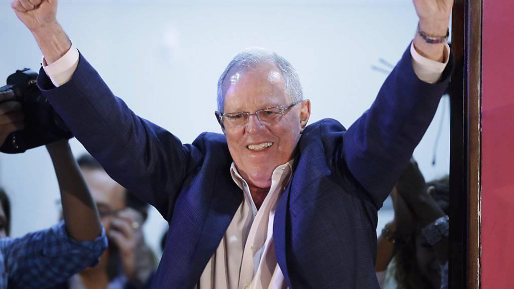Pedro Pablo Kuczynski gibt sich siegessicher, noch während in Peru die Stimmen ausgezählt werden.