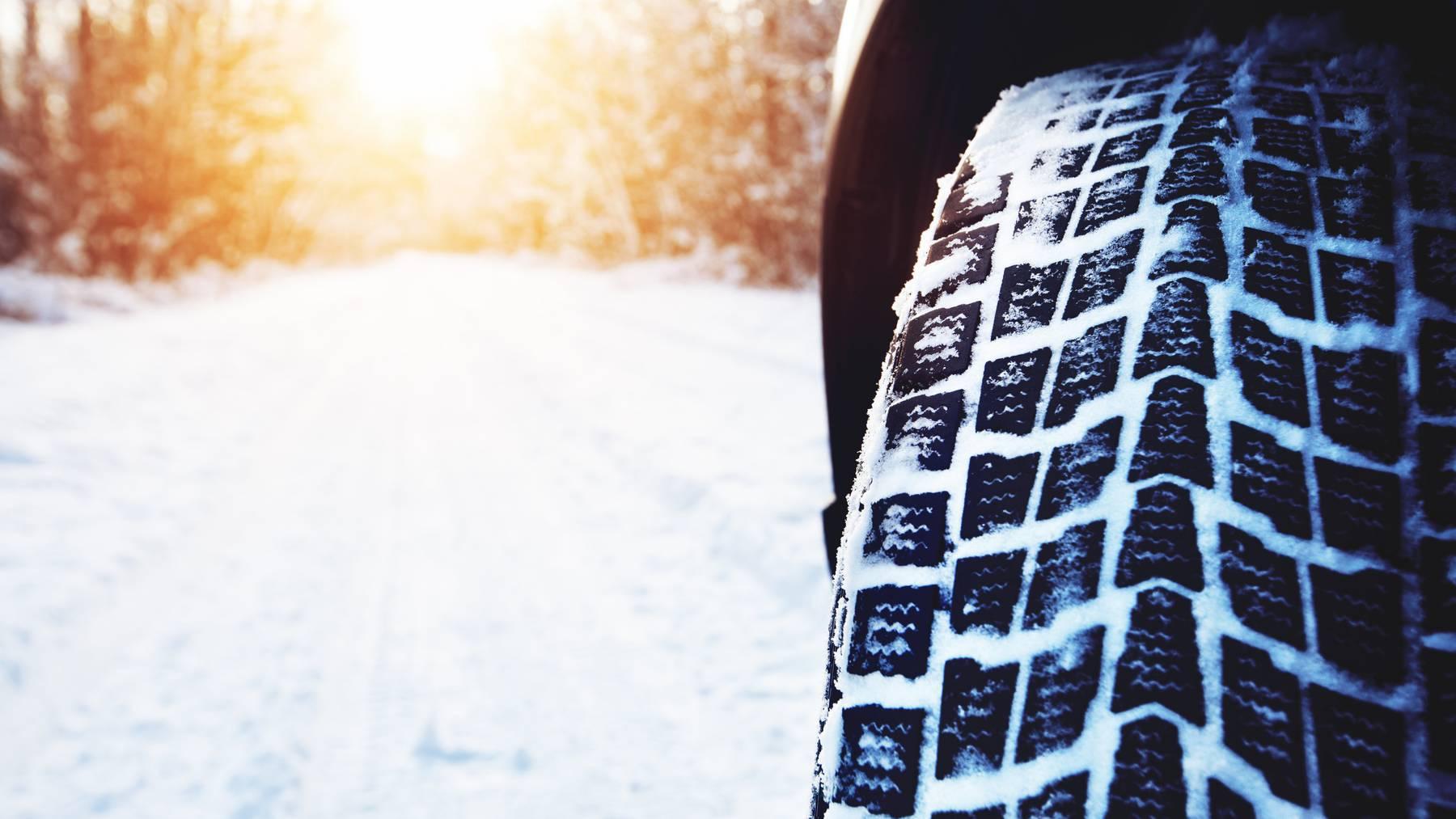 Mit dünnen Reifen fährt es sich auf Schnee besser. (Symbolbild)