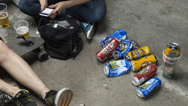 Junge trinken weniger Alkohol als in früheren Jahren (Symbolbild)