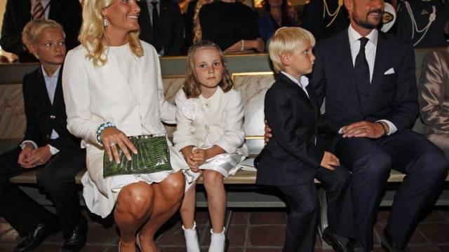 Prinzessin Ingrid Alexandra neben ihrer Mutter Mette-Marit (Key)