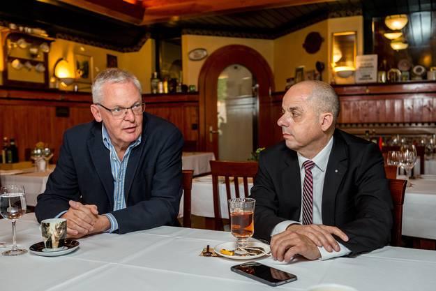 Chris Linder (FDP) und Markus Hoppler (CVP) wollen beide Gemeindepräsident von Uitikon werden. Die Wahl findet am 5. Juni statt.