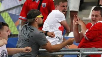 Harte Konsequenzen: Bei weiteren Ausschreitungen von russischen Fans wird die Mannschaft von der EM-Endrunde ausgeschlossen