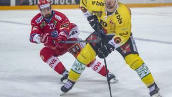 Berns Tristan Scherwey behauptet sich gegen Sven Berger