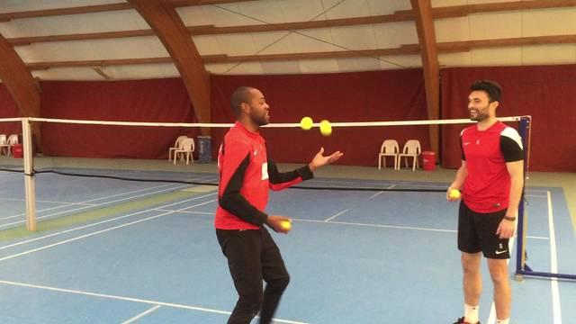 Kim Jaggy als Tennisball-Jongleur