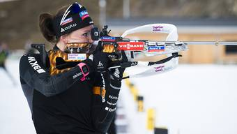 Die Schweizer Biathletin Selina Gasparin traf stehend nicht alle Scheiben (Archivaufnahme)