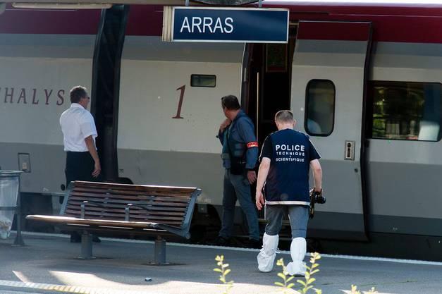 Der Zug stoppte in Arras (F), wo der Täter festgenommen werden konnte.