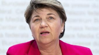 Bundesrätin Viola Amherd will die Empfehlungen zur Beschaffung von Rüstungsgütern nun in ihrem Departement umsetzen.