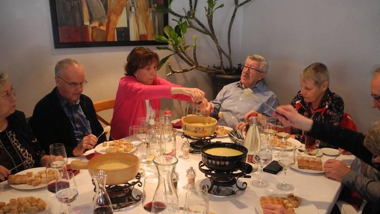 Der Seniorenclub Oetwil veranstaltet jedes Jahr ein Fondue-Essen. Für die Mitglieder ist der Anlass bereits zur Tradition geworden.
