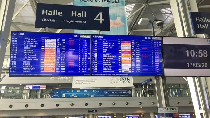 «Ja, wo ist er denn, unser Flug nach Pristina?»