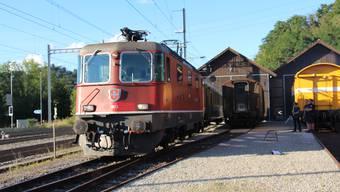 Die historische Lokomotive an ihrem neuen Standort, dem Depot in Koblenz. Bald soll sie ihre ursprüngliche Farbe zurück erhalten