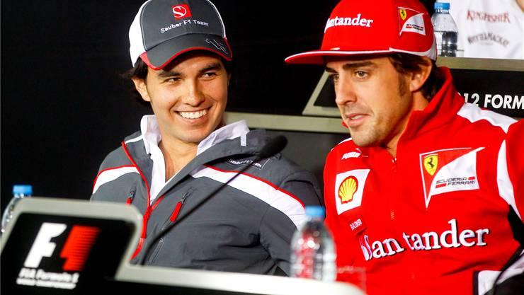 Sind Sergio Pérez (links) und Fernando Alonso schon bald Teamkollegen bei Ferrari?