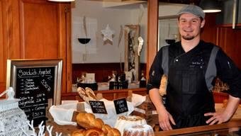 Fünf Sorten Brot, sieben Sorten Gebäck: Mitten im Restaurant hat Stephane Wirth die Verkaufstheke eingerichtet.