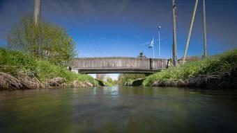 Die alte Brücke Mattenstrasse wird durch eine neue mit einer Spannweite von 14 Metern und einer Nutzlast von 40 Tonnen ersetzt.Pascal Meier