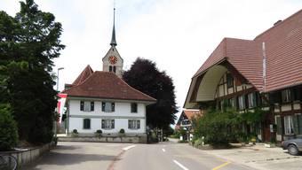 Das Gemeindehaus Messen und die Kirche. (Archiv)
