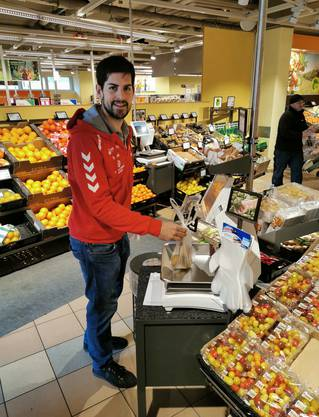 Frischprodukte wie Fleisch, Käse, Früchte und Gemüse waren bei der Einkaufstour von TVE-Captain Christian Riechsteiner am gefragtesten.