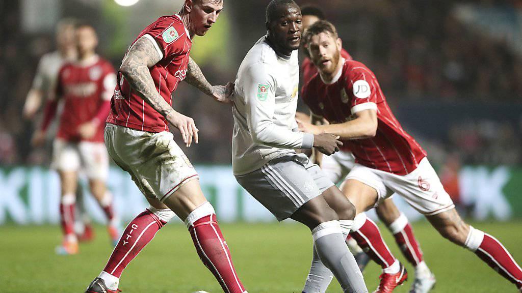 Romelu Lukaku und Manchester United blamierten sich im Ligacup und scheiterten am unterklassigen Bristol City.