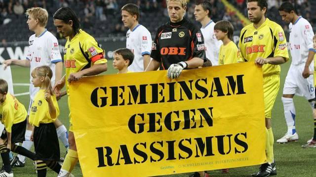 Schweizer Fussballspieler gegen Rassismus (Archiv)