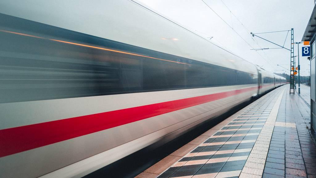 Nur das Damenvelo musste leiden: Zug verfehlt Betrunkenen nur knapp