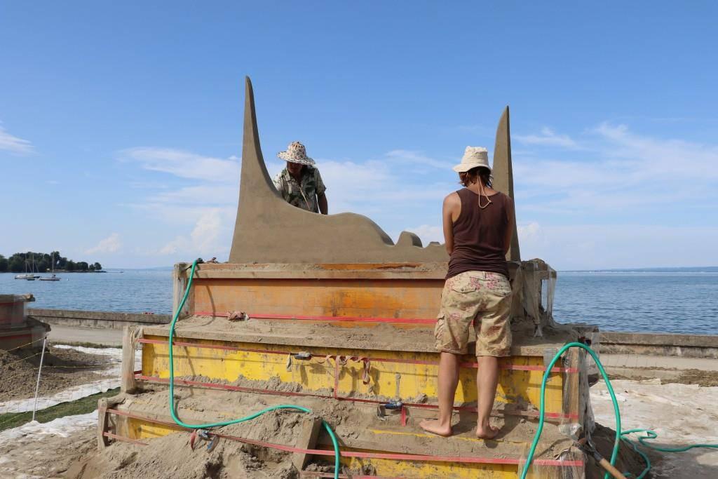 Sandskulpturen 2017 (© Skulptur zum Thema «Survival of the fittest».)