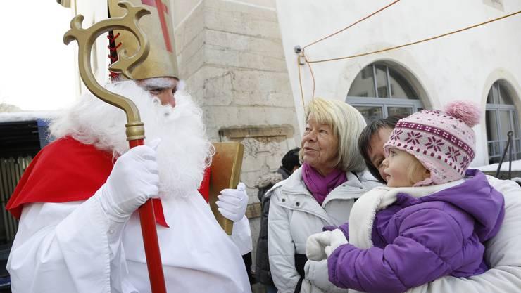 Ausser dem Samichlaus gab es allerhand Weihnaechtliches fuer das Auge, den Gaumen und die Ohren anzutreffen