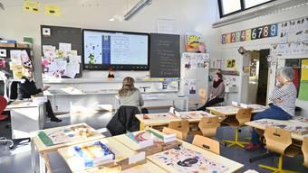 In den Schulen Grenchens bereitet man sich aufs Corona-Dispositiv vor (Bild vom Montag, 16. März)
