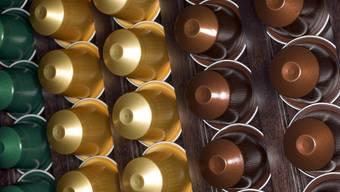Nicht nur Nespresso darf Kapseln für seine Kaffeemaschinen verkaufen - auch die Denner-Kapseln sind laut Zürcher Handelsgericht erlaubt (Archiv)