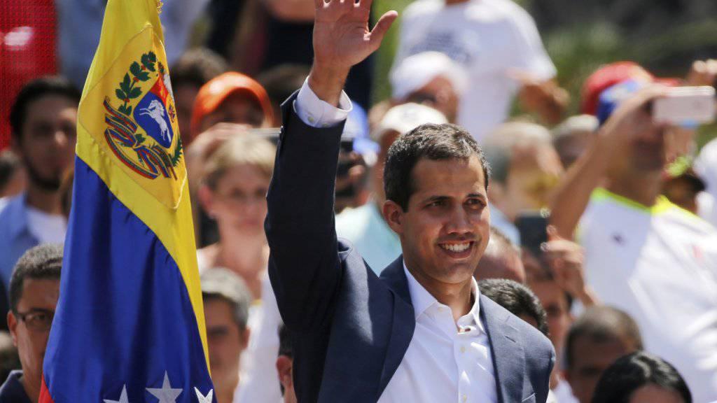 Frankreich stärkt dem selbsternannten venezolanischen Interimspräsidenten Juan Guaidó den Rücken. (Archiv)