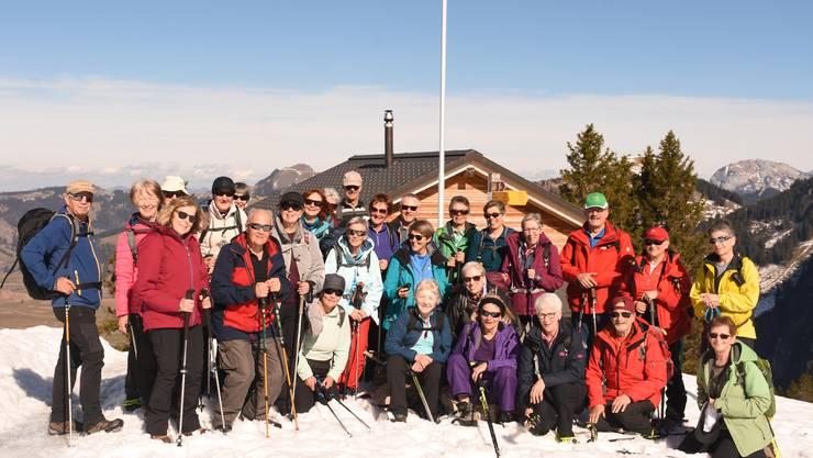 Gruppenfoto vor dem Adlerhorst