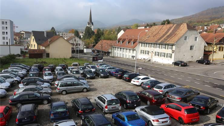 Der Verkaufsplatz der XXL-Autocenter AG in Wangen, welcher nun geräumt werden muss.