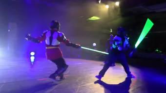 Mit den Lichtschwert-Duellen will der französische Fechtverband Junge für den Sport begeistern.