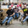 Auf elektrisch betriebenen Bierkisten flitzten die Teilnehmer durch die Halle.