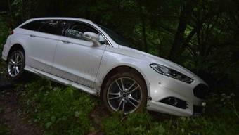 Der Unfallfahrer wurde in seinem Auto eingeklemmt und konnte den Rettungskräften am Telefon nicht genau sagen, wo er sich befindet.